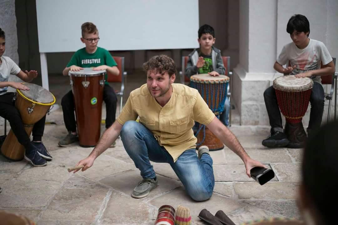 drum circle tamburi macaranga experience day bambini natura arte bosco puglia ruvo di puglia